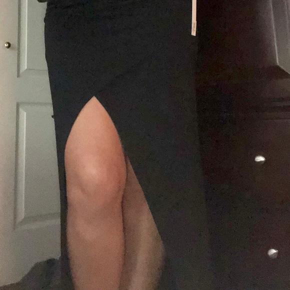 Dresses & Skirts - 🆕NWT black skirt